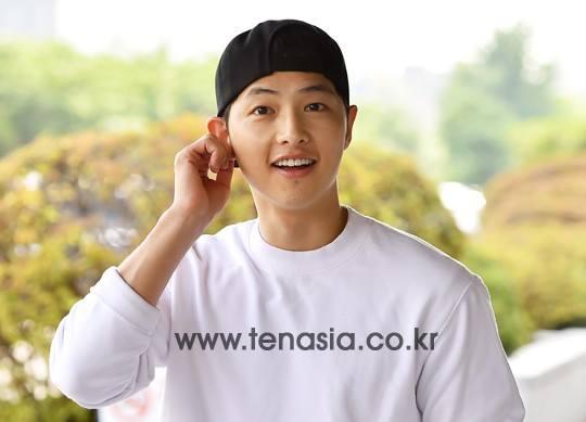 song joong ki dien trai ben song hye kyo ca tinh - 2