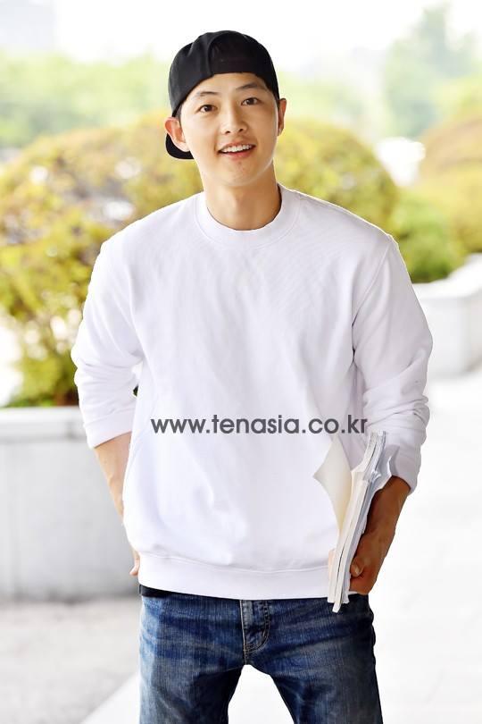 song joong ki dien trai ben song hye kyo ca tinh - 3