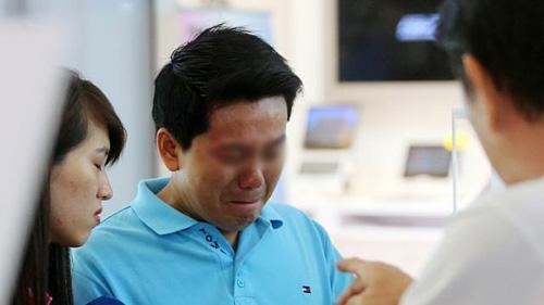 singapore: chu cua hang lua khach viet mua iphone6 bi bat - 2