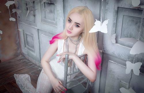 "em gai angela phuong trinh ngay cang ""noi loan"" - 5"