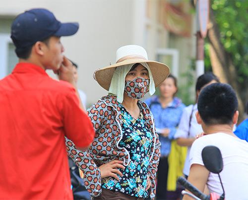 nang nhu do lua: phu huynh vat va cho con di thi - 12