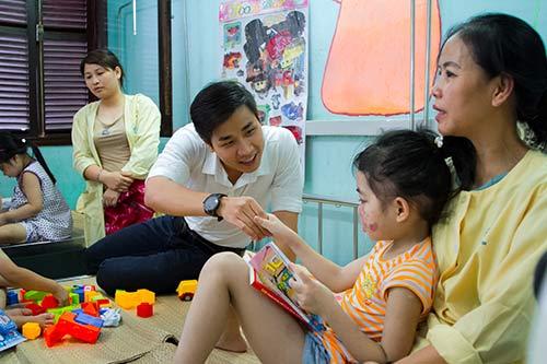 nguyen khang dong hanh cung a hau hoang anh - 4