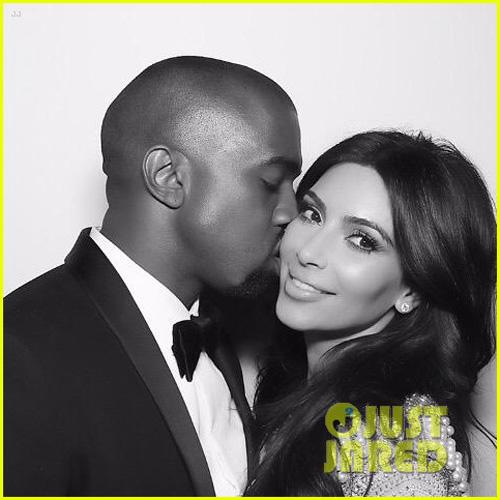kim kardashian mang bau lan 2 - 1