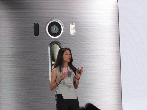 Asus ra mắt smartphone chụp tự sướng ZenFone Selfie-7