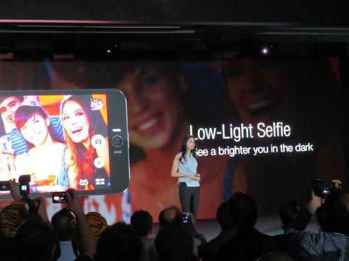 Asus ra mắt smartphone chụp tự sướng ZenFone Selfie-11
