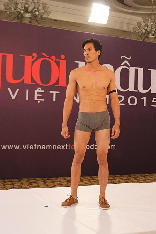 """vntm 2015: thi sinh nam mac """"nham"""" quan ngu thi hinh the - 2"""