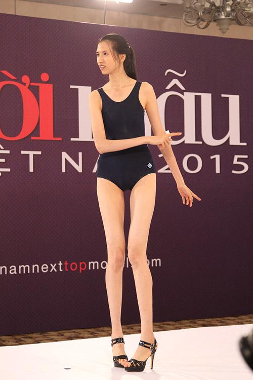 """vntm 2015: thi sinh nam mac """"nham"""" quan ngu thi hinh the - 9"""
