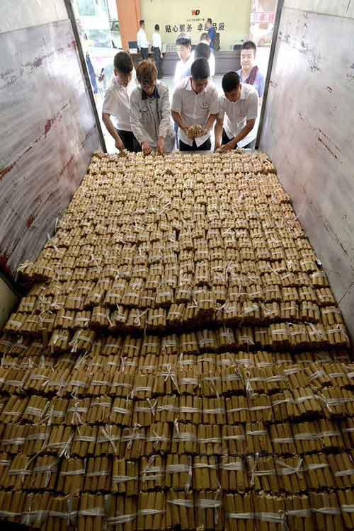 TQ: Vác 4 tấn tiền xu đi mua ô tô-2