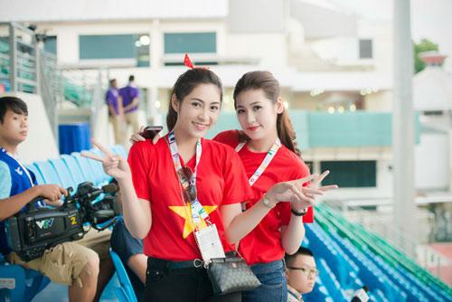 Á hậu Dương Tú Anh cháy hết mình cổ vũ U23 Việt Nam-3