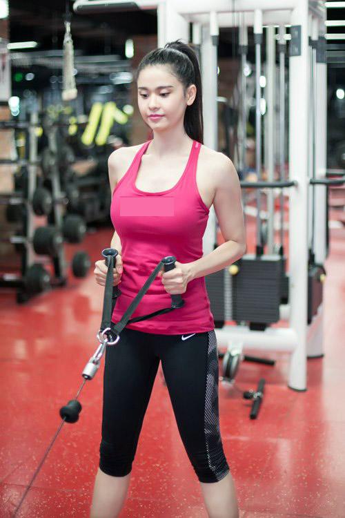 Trương Quỳnh Anh lái xe Tim tặng đi tập thể dục-9