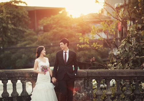 Ảnh cưới giữa phố phường của cặp đôi yêu nhau 10 năm-1