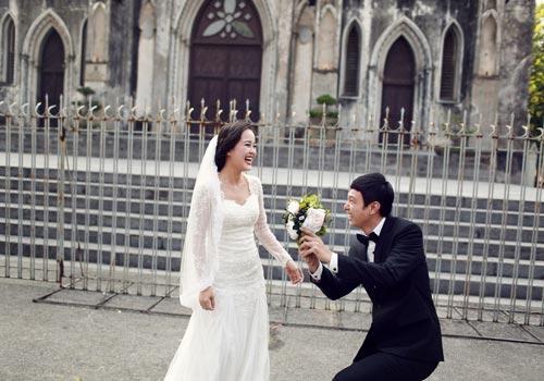 Ảnh cưới giữa phố phường của cặp đôi yêu nhau 10 năm-7