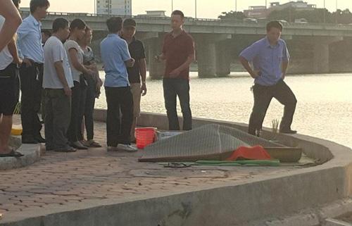 Hà Nội: Tắm hồ Linh Đàm, nam thanh niên chết đuối-1