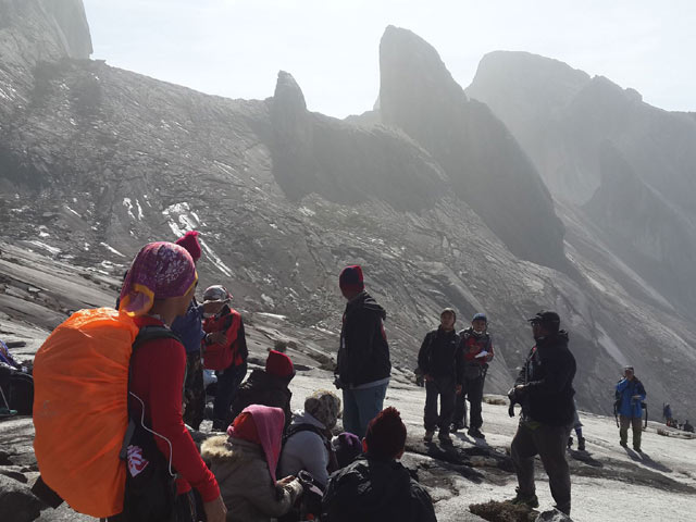 Malaysia: Động đất dữ dội, 160 người mắc kẹt trên núi-1