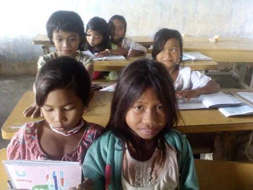 Cô giáo kêu gọi ủng hộ đồ dùng cho học sinh nghèo-9