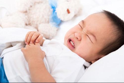 Trẻ khóc không ra nước mắt cần đưa ngay đến viện-4
