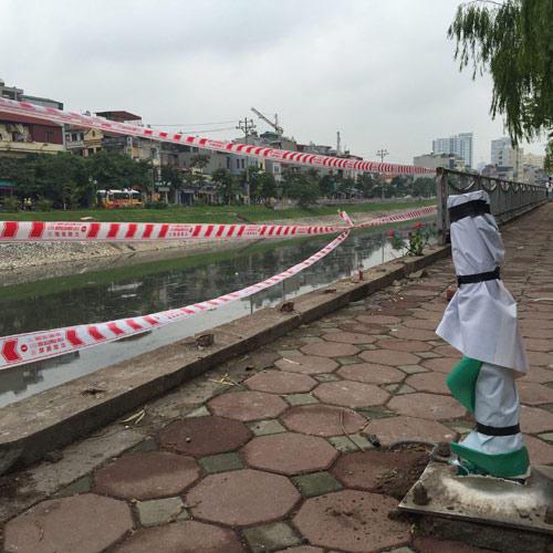 Hà Nội: Ô tô lao xuống sông Tô Lịch, tài xế tử vong-2