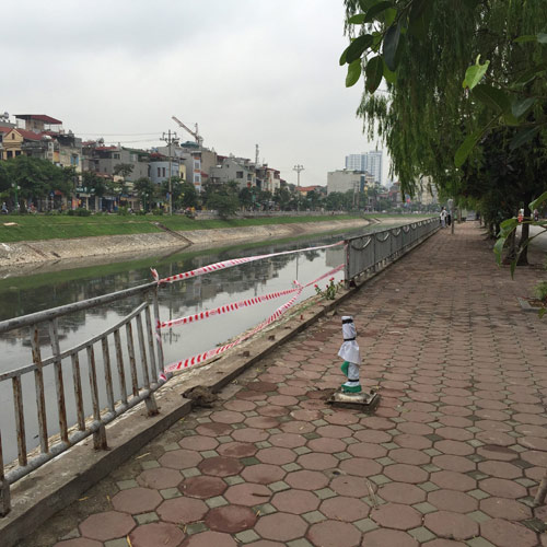 Hà Nội: Ô tô lao xuống sông Tô Lịch, tài xế tử vong-3