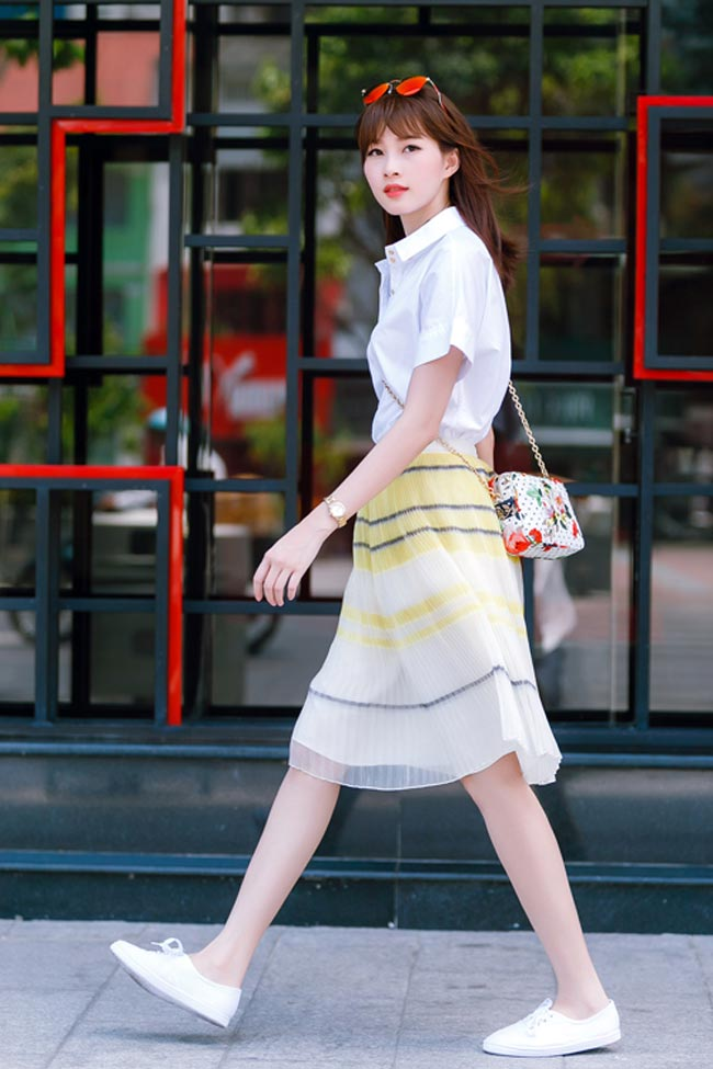 Hoa hậu Thu Thảo luôn kín đáo và trang nhã trong ăn mặc, cô luôn lựa chọn trang phục kỹ càng trong mỗi lần xuất hiện.