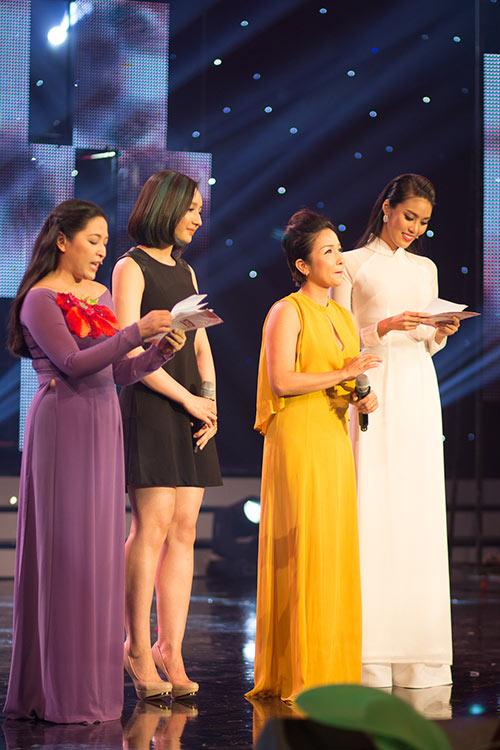 hoa khoi lan khue dien ao dai trang muot lam mc - 3