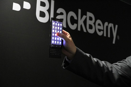 blackberry co the san xuat dien thoai android - 1