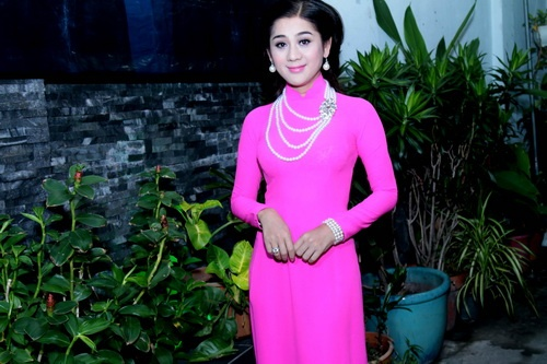 "lam chi khanh ""quay tung"" ung ho thai lan vien - 1"