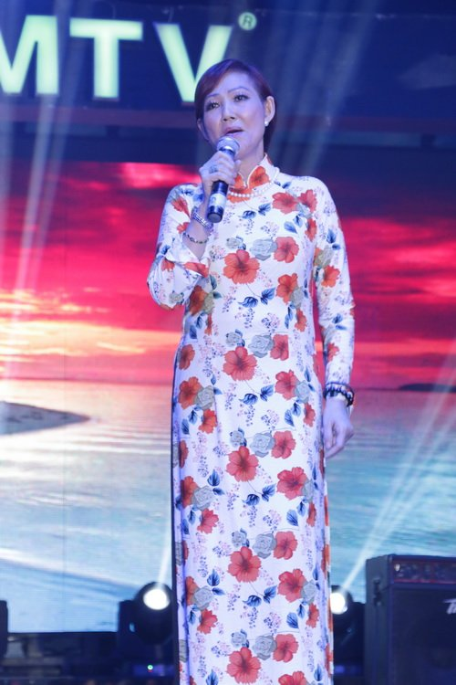 "lam chi khanh ""quay tung"" ung ho thai lan vien - 13"