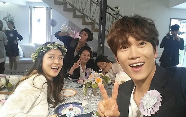 ji sung - lee bo young chao don con dau long - 2