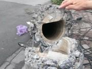 Tin tức - Giật mình với chất lượng cột điện sau giông lốc tại HN