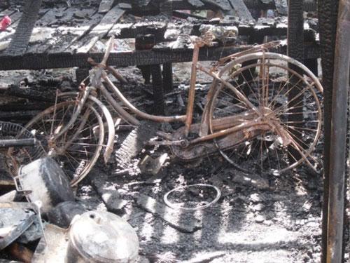 hà nọi: cháy lón, hàng ngàn cong nhan om dò tháo chạy - 4