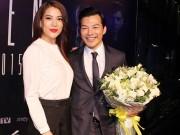 Làng sao - Trương Ngọc Ánh mang hoa đến tặng chồng cũ Bảo Sơn