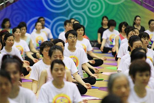 hon 500 nguoi tham gia trinh dien ngay quoc te yoga - 2