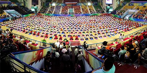 hon 500 nguoi tham gia trinh dien ngay quoc te yoga - 1