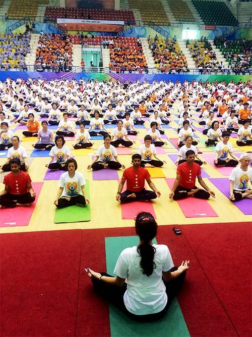 hon 500 nguoi tham gia trinh dien ngay quoc te yoga - 14