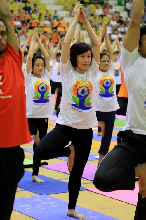 hon 500 nguoi tham gia trinh dien ngay quoc te yoga - 7