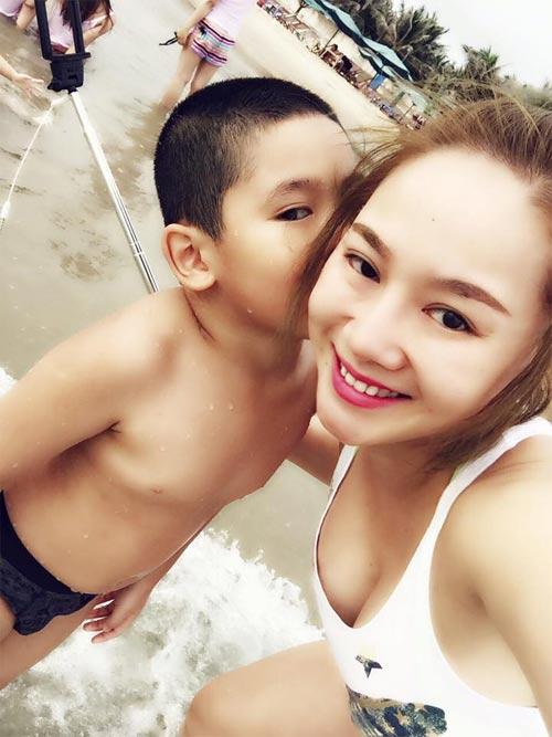 thu phuong dua nghich cung con gai tren bai bien - 3