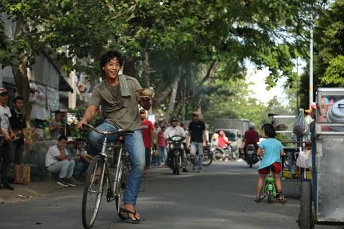 "diem my 9x chia se vai dien ""gap la om hon"" linh son - 6"