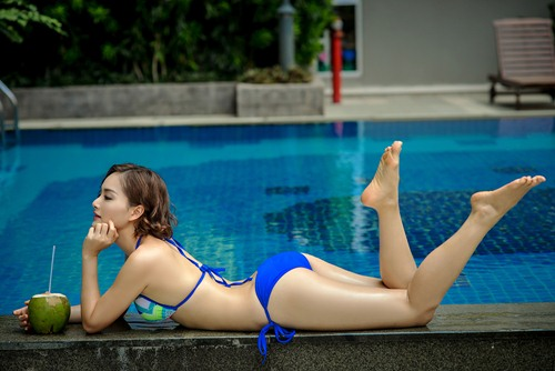 lan phuong khoe duong cong voi bikini o tuoi 32 - 11
