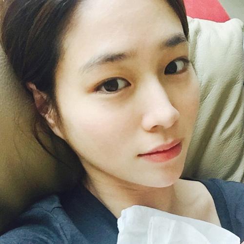 lee min jung lan dau chinh thuc lo dien sau sinh - 2