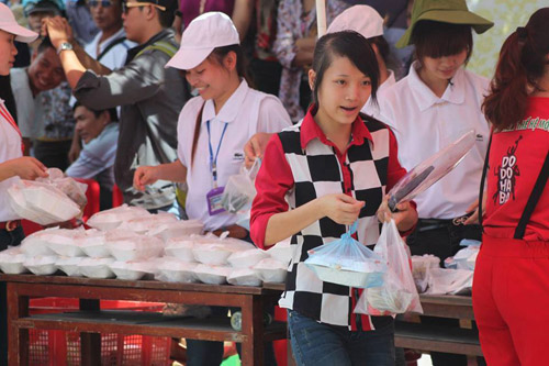 nghe an: 6.000 suat com mien phi tiep suc thi sinh - 4