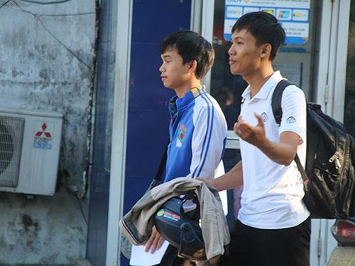 da nang: 'thieu gia' di dang ky thi bang 'xe hop' vi nang nong - 3
