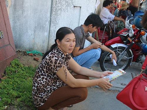 da nang: 'thieu gia' di dang ky thi bang 'xe hop' vi nang nong - 8