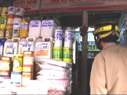 Sau vụ nữ sinh bị tạt axit: Khó mua chất này tại chợ 'tử thần'-2