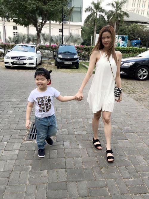 4 hot boy nhí con sao Việt để tóc xoăn yêu không cưỡng nổi-10