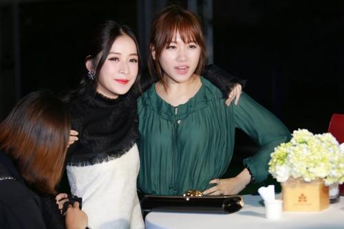 Chi Pu thân thiết khoác vai khi tái ngộ Hari Won-5