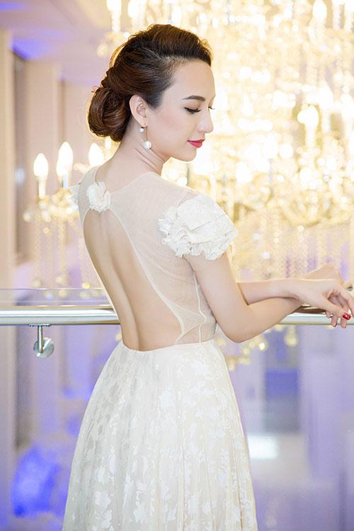 Hoa hậu Ngọc Diễm eo thon, lưng ong hút mắt người đối diện-4