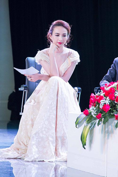 Hoa hậu Ngọc Diễm eo thon, lưng ong hút mắt người đối diện-6