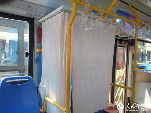 Người dân hào hứng với xe bus có buồng mẹ cho con bú-1