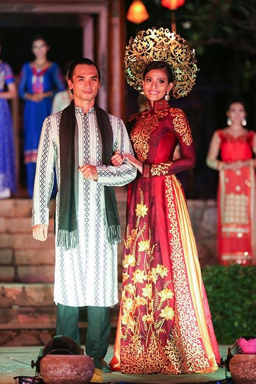 """Á hậu Trương Thị May """"mặc lại"""" áo dài từng thi Miss Universe 2013-8"""
