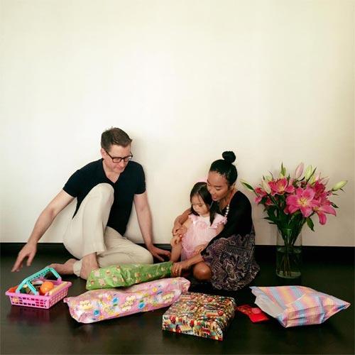 Con gái Đoan Trang xinh xắn đón sinh nhật 2 tuổi-1